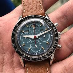 🅱️EAUTIFUL 🅰️RT ON THIS RARE EXOTIC DIAL TURQUOISE COLOUR 🅿️ERFECT EXOTIC DIAL 😎😎 UNIVERSAL GENEVE TRI COMPAX Best Watches For Men, Luxury Watches For Men, Cool Watches, Moonphase Watch, Herren Chronograph, Hublot Watches, Beautiful Watches, Sport Watches, Vintage Watches