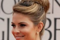 Want a Celebrity Hairstyles? Browse a full photo gallery of 20 Maria Menounos Gorgeous Hairstyles for your next makeover. Famous Celebrities, Beautiful Celebrities, Bridesmaid Hair, Prom Hair, Maria Menounos Hair, Ballerina Bun, Hip Problems, Walking, Models