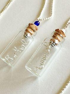 Bijoux de naissance personnalisé nom Collier par SpiralsandSpice