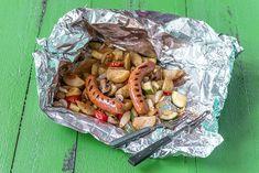 Milloin viimeksi olet savustanut? Savustuspussi on kätevä tapa savustaa myös kotona ja kaikkina vuodenaikoina. Voit laittaa pussiin aineksia oman maun mukaan. Varmista kuitenkin, että niiden kypsymine Snack Recipes, Snacks, A Food, Chips, Snack Mix Recipes, Appetizer Recipes, Appetizers, Potato Chip, Potato Chips