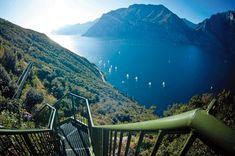 Una panoramica passeggiata a piedi nella sponda orientale del Lago di Garda, partendo dalla località...»