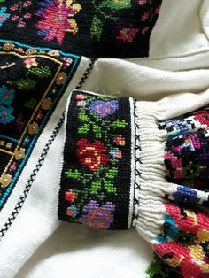 Embroidery Stitches, Embroidery Patterns, Hand Embroidery, Cross Stitch Patterns, Romanian Girls, Ethno Style, Dressmaking, Fabric Crafts, Smocking