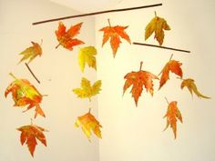 herfst knutselen - zelf een mobiel met herfstbladeren maken