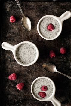 Vanilla Chia Pudding has a bright vanilla flavor with a texture resembling a tapioca or rice pudding. Chia seeds are simply mixed into your . Healthy Treats, Healthy Desserts, Just Desserts, Dessert Recipes, Healthy Food, Vanilla Chia Pudding, Chai Pudding, Vanilla Chai, Raspberry Recipes