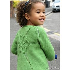 Mom I think Nora needs this! Ravelry: Flower Cardigan pattern by Ewelina Murach. Knitted in DK and design has sizing to Kids Knitting Patterns, Christmas Knitting Patterns, Kids Patterns, Knitting For Kids, Knitting Projects, Crochet Patterns, Cardigan Bebe, Cardigan Pattern, Knitting Magazine