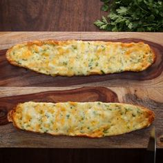Quick And Easy Family Dinner Recipe Garlic Toast Pizzas - Recipes Bubke Garlic Cheese Bread, Cheesy Garlic Bread, Cheddar Cheese, Baked Lobster Tails, Bread Recipes, Cooking Recipes, Lobster Dinner, Easy Family Dinners, Go For It