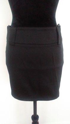 mini jupe en satin noire Morgan excellent état  courte beau satin épais passants larges pour ceinture  zip fermeture arrière