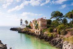 Hay que visitar el litoral de la Península Ibérica. Faro de Santa Marta en Cascáis (Portugal)