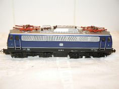 HO Gauge Engines as HO Gauge Scenery http://www.modeltrainfigures.com