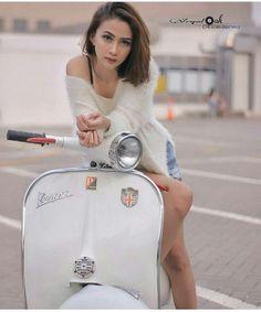 Vespa Bike, Motos Vespa, Piaggio Vespa, Lambretta Scooter, Vespa Scooters, Mod Scooter, Scooter Girl, Lady Biker, Biker Girl