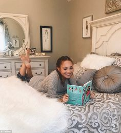 Relaxing at home: Maddie Ziegler, takes fans on a tour of her Christmassy bedroom in h. Maddie Ziegler, Mackenzie Ziegler, Elastic Heart, Girl Soles, Dance Mums, Maddie And Mackenzie, Teen Feet, Teen Girl Poses, Mom Pictures