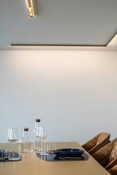 In het hart van Roeselare keert penthouse LEVEL SEVEN terug naar de basis: een uniek interieur waar ambachtelijk vakmanschap hand in hand gaat met luxe en functionaliteit.