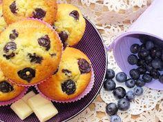 Az otthon ízei: Áfonyás muffin fehér csokoládéval Muffin, Pineapple, Pancakes, Bacon, Yummy Food, Fruit, Breakfast, Sweet, Recipes