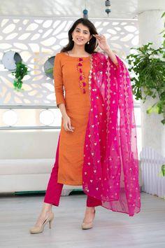 Indian Designer Outfits, Designer Dresses, Black And Gold Lehenga, New Dress Design Indian, Golden Lehenga, Heavy Dupatta, Chanderi Suits, Lehenga Choli, Saree