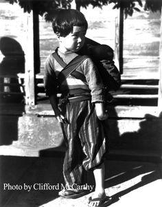 昭和20年秋、弟をおんぶする少女: 米兵が撮った1945年の東京 - 毎日jp(毎日新聞)