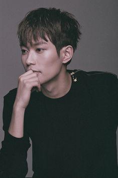 KNK (크나큰) Heejun (희준)