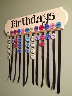 DIY: Family Birthdays Sign (Part – Handwerk und Basteln Family Birthday Board, Birthday Dates, Classroom Birthday Board, Diy Birthday Reminder Board, Preschool Birthday Board, Birthday Gifts, Birthday Calendar Craft, Birthday Charts, Creation Deco