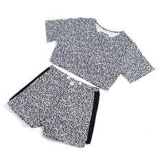Crop Top And Shorts, Crop Tops, Korean Streetwear, Drop Crotch Pants, Short Tops, Street Wear, Bell Sleeve Top, Menswear, Street Style
