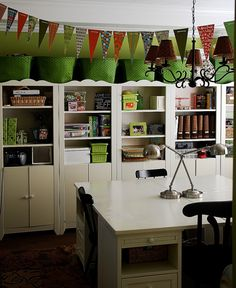 i dream that someday i will have a craft room.... and it will look a lot like this...oh.am.i.jealous.