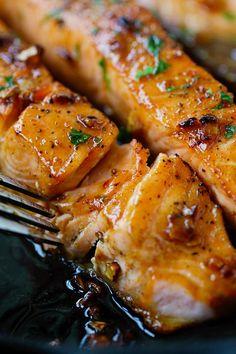 Honig Knoblauch Salmon - garlicky, süß und klebrig Lachs mit einfachen Zutaten.  Dauert 20 Minuten, so gut und groß für das heutige Abendessen |  rasamalaysia.com