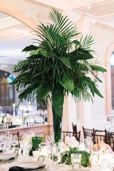 Glam tropical wedding centerpiece: Photography: Michelle Lange - http://www.michellelangephotography.com/