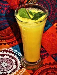 Kurkumové smoothie | Žijeme homemade Hurricane Glass, Shot Glass, Smoothies, Homemade, Tableware, Syrup, Turmeric, Smoothie, Dinnerware