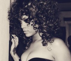 Rihanna: artistic and curly!
