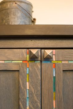 Stained glass placed in grooves cut into kitchen cabinets create a simple, eye-catching detail