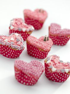 Cute pink heart shaped cupcakes for Valentines day, easy recipe for baking with kids and fun to decorate! Healthy Cake Recipes, Cupcake Recipes, Vegetarian Recipes, Muffin Recipes, Fun Cupcakes, Cupcake Cakes, Cup Cakes, Wedding Cupcakes, Sin Gluten