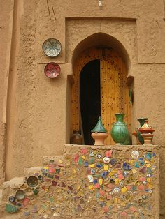 Pottery in Tamegroute, Southern MOROCCO.     (by Kristel Van Loock)
