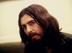 Harrison era calado e tímido, mas quando decidiu se mostrar, a carreira dos Beatles se transformou.