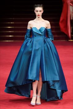 The complete Alexis Mabille Spring 2018 Couture fashion show now on Vogue Runway. Haute Couture Style, Couture Mode, Spring Couture, Couture Fashion, Runway Fashion, Couture Week, Fashion Week 2018, Fashion Week Paris, High Fashion