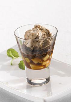 Choko-iceshot med chokolade og æbler   Fin, lille dessert der serveres i små glas