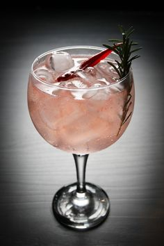 Gin & Tonic Cocktails, Gin And Tonic, Easy Smoothie Recipes, Easy Smoothies, Milk Shakes, Drink Photo, Summer Drinks, Diet Tips, Alcoholic Drinks
