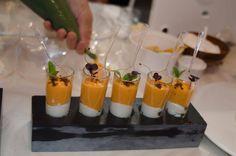 Gazpacho presentado en nuestros #tacos #portachupitos con cinco orificios. #pizarra #ardoise #slate #gastronomia #decoracion #novedades