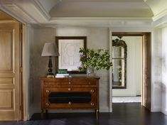 Entry and Hall in Central Park Pied-a-Terre by Tammy Connor Interior Design on Central Park Apartments, Old Apartments, Entrance Table Decor, Entrance Halls, Design Entrée, Design Ideas, Central Hall, Interior Design Photos, Transitional Style