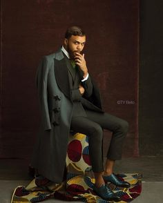 A photo of the singer, Jidenna, posing in a classic suit. Jidenna pays attention to small details and always ensures a stylish, elegant look. Der Gentleman, Gentleman Style, Suit Fashion, Mens Fashion, Fashion Outfits, Fashion 2020, Fashion Styles, Vogue, Classic Man