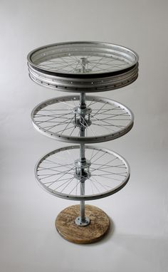 Tripod bicycle wheel side table upcycle home for Bicycle wheel table