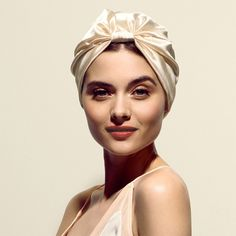 """thecview: """" Made from the finest, silk, SILKE London's Hair Wrap bids 'bye bye' to bed-head, so you wake up each morning to smooth, glossy and frizz-free locks. Ultra-chic and comfortable to. Office Hairstyles, Chic Hairstyles, Scarf Hairstyles, Pretty Hairstyles, Turbans, Headscarves, Hair Without Volume, Silk Head Wrap, Peinados Pin Up"""