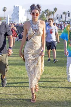 Kendall and Kylie Jenner, Alessandra Ambrosio, Bella Hadid and more -- it's the best of Coachella street style 2016 (including this year's biggest trends! Coachella 2016, Kendall Jenner Coachella, Kendall Jenner Estilo, Coachella Looks, Coachella Style, Coachella Festival, Fashion Tv, Boho Fashion, Fashion Models