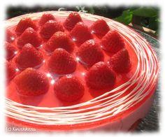 Kevyt mansikkakakku | Reseptit | Kinuskikissa