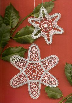crochet for Christmas? Bobbin Lace Patterns, Crochet Snowflakes, Lace Heart, Point Lace, Lace Jewelry, Christmas Decorations, Christmas Ornaments, Lace Making, Hobbies And Crafts