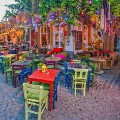 Coffee shop do not constantly need to be big as well as fancy why not if they are little as well as straightforward. Like the layout of this coffee shop there are many layouts and also colors that you can select to make a coffee bar in your home. Coffee Shop Design, Cafe Design, House Design, Deco Restaurant, Restaurant Design, Colorful Restaurant, Bohemian House, Bohemian Decor, Deco Retro