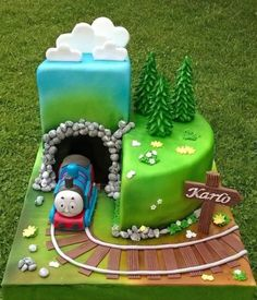 Trendy Party Ideas Birthday Thomas The Train Ideas Trendy Party Ideen Geburtstag Thomas Der Zug Ideen Thomas Birthday Cakes, Thomas Birthday Parties, Thomas Cakes, Thomas The Train Birthday Party, Trains Birthday Party, Baby Birthday Cakes, Thomas The Train Cakes, 2nd Birthday, Birthday Ideas