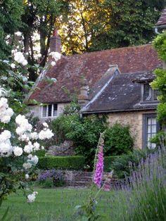 Classic English Cottage!