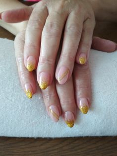kamufláž, glitter nails, gold stripes