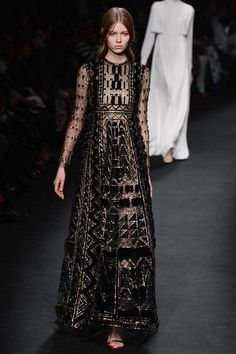 Valentino Fall 2015 Ready-to-Wear Collection Photos - Vogue Style Haute Couture, Couture Mode, Couture Fashion, Runway Fashion, Fashion Week Paris, High Fashion, Fashion Show, Fashion Design, Uk Fashion