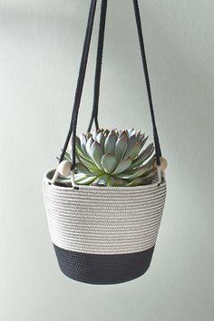 Rope hanging planter with wooden bead detail Rope Basket, Basket Weaving, Free Crochet Bag, Basket Crafts, Fabric Bowls, Rope Crafts, Rope Shelves, Basket Decoration, Boho Diy