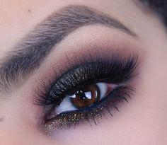 Makeup Geek Eyeshadows in Americano and Bada Bing + Makeup Geek Pigment in Insomnia. Look by: Anaiz Avalos