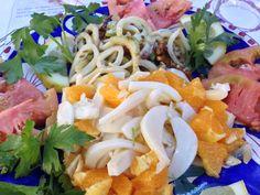 Oggi esageriamo: insalata di seppie  all'arancia (in primo piano, sotto il vostro naso) e calamari con sedano e noci (se alzate un po' gli occhietti) #pornfood #slowsud